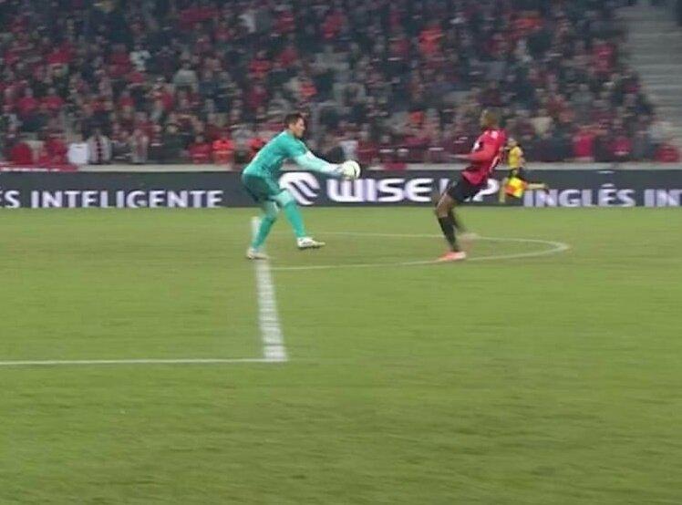 Diego Alves mereció ser expulsado. Captura/SportTV