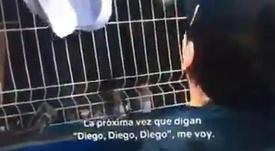 El viral vídeo que retrata a Maradona ante los niños. Captura/MarcCrosas