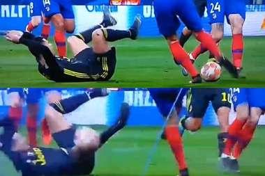Godín dio la bienvenida a Cristiano con un pelotazo. Captura/Movistar