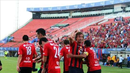 Diego Lugano, célèbre un but avec le maillot du Cerro Porteño. Cerro