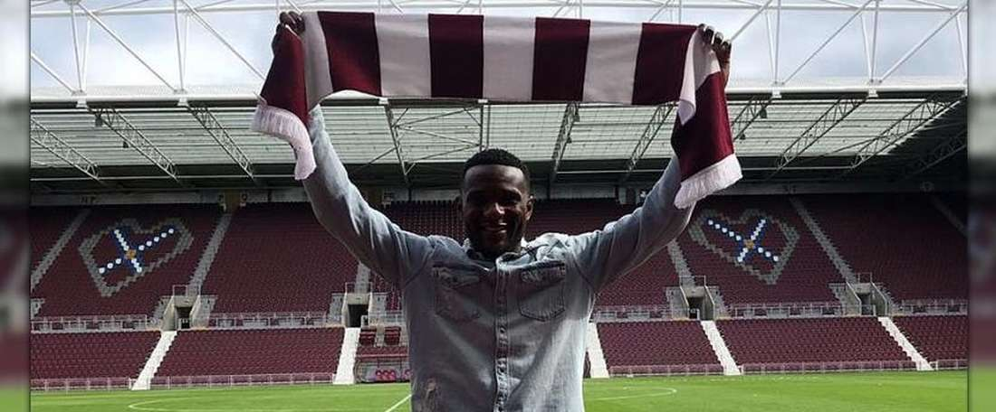 Hearts have completed the signing of Congo defender Dikamona. HeartsFC