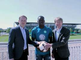 Dimata es ya nuevo jugador del Wolfsburgo. VflWolfsburg