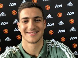 Dalot rejoint Manchester United. Twitter/ManUtd