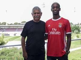 Diogo Mendes renovou com o Benfica. Twitter/SLBenfica