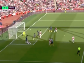 Diop own goal puts Arsenal in front. Captura/beINSports