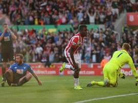 Diouf marcó el gol del desempate en la primera victoria del Stoke City en esta temporada. Twitter.