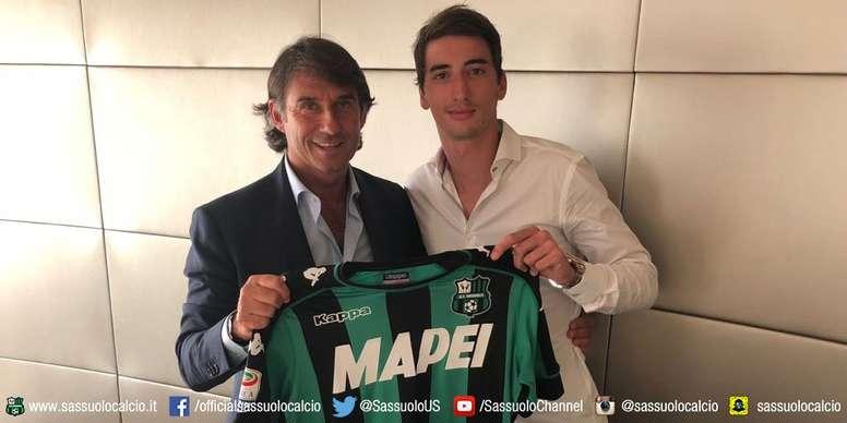 Djuricic ya es jugador del Sassuolo. Twitter/SassuoloUS