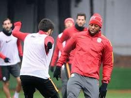 Donk, en su primer entrenamiento con el Galatasaray. Twitter