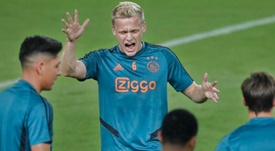 Van de Beek ne quittera pas Amsterdam tout de suite. Twitter/AFCAjax
