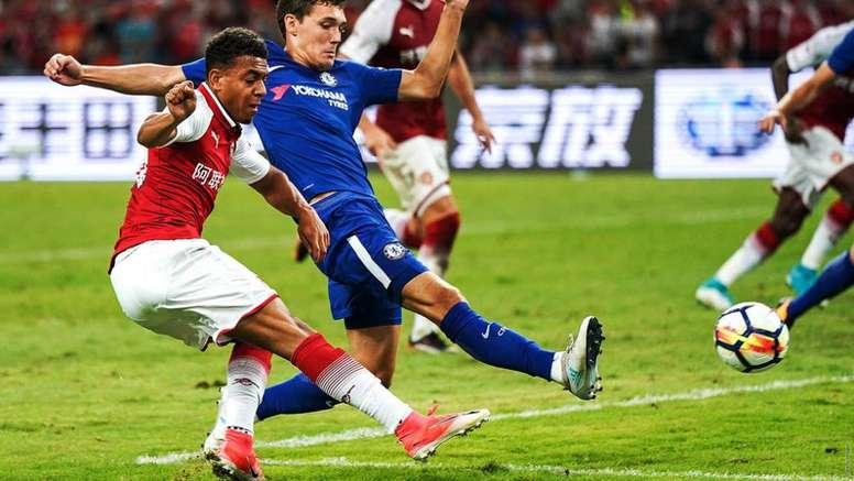 El Arsenal quiere ver a Malen de vuelta. Arsenal