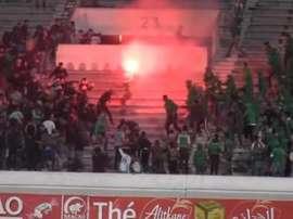 Dos muertos y 50 heridos en un enfrentamiento en el estadio de Casablanca. FútbolTotal