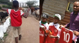 Il regalo di Ozil a due bambini del Kenya. Twitter/ErikNjiru