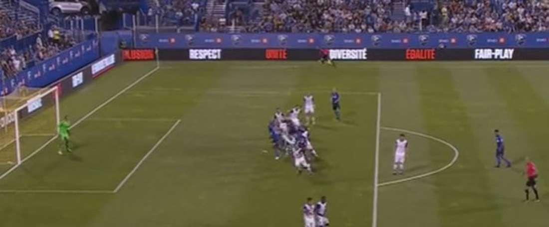 Drogba firmó uno de los goles más absurdos de la jornada. Twitter