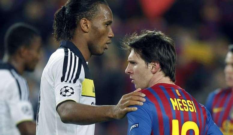 Drogba console Messi après un Chelsea-Barcelone. EFE