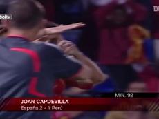 Capdevila deu a vitória da Espanha sobre o Peru. DUGOUT