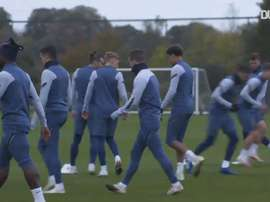 El Tottenham visita al Antwerp. DUGOUT