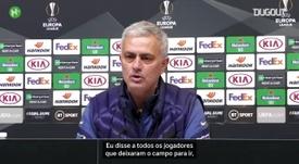 Mourinho afasta polêmica de jogadores deixando o banco do Tottenham. DUGOUT