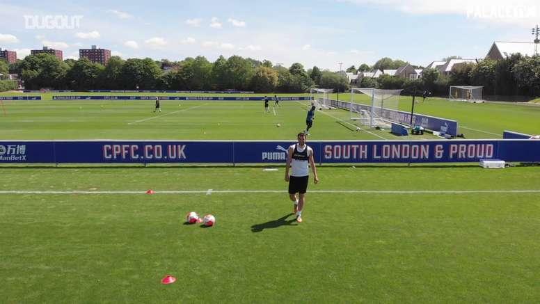 Crystal Palace retorna aos treinos na Inglaterra. DUGOUT