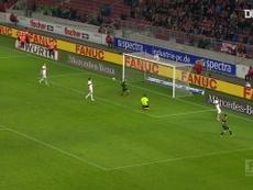 Le joli but de Patrick Herrmann contre Stuttgart. dugout