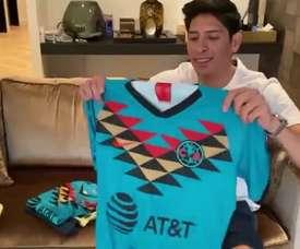 A Edson Álvarez le enviaron la camiseta del América. DUGOUT