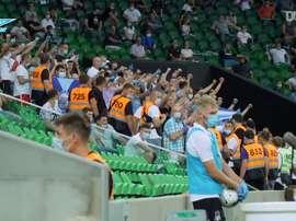 O grupo do Zenit comemorou em campo e no vestiário após a partida que garantiu o título. DUGOUT