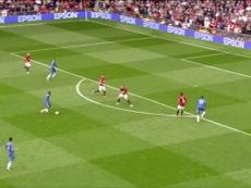 Mata marca pelo Chelsea contra o Manchester United. DUGOUT
