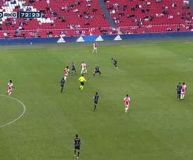 Lisandro Martínez finalizó una gran jugada colectiva del Ajax. Captura/DUGOUT