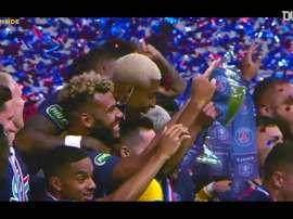 Il PSG festeggia il secondo titolo. Dugout