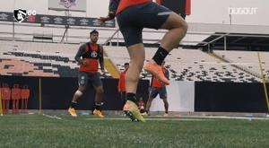Colo-Colo play futnet in training. DUGOUT