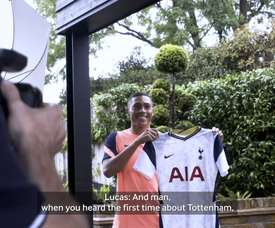 Carlos Vinicius discusses life at Spurs with Lucas Moura over lunch. DUGOUT