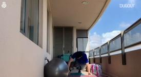 Javi López muestra unos ejercicios para hacer en casa. DUGOUT