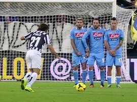 La prodezza di Pirlo contro il Napoli. Dugoutpirlo