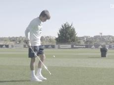 Joia do Barça mostra habilidade com bolinha de golfe. DUGOUT