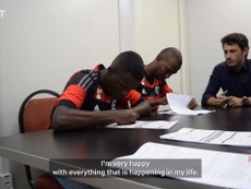 VIDEO: Vinicius Jr.'s signs his first professional contract at Flamengo. DUGOUT
