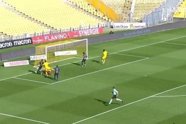 Muani's first Ligue 1 goal vs Brest. DUGOUT