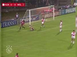 Kluivert decidiu para o Ajax bater o Milan e ser campeão da Champions em 1995. DUGOUT