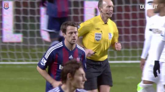 Owen marca último gol de sua carreira pelo Stoke City. DUGOUT
