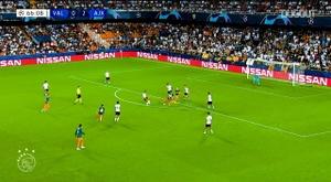 Donny van de Beek's best Ajax goals 19-20. DUGOUT
