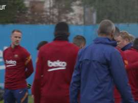 Minute's silence for Maradona before Barcelona training. DUGOUT