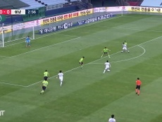 Jeonbuk and Seongnam played out an entertaining 2-2 draw in the K-League. DUGOUT