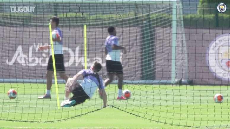 Manchester City volta a treinar com contato. DUGOUT