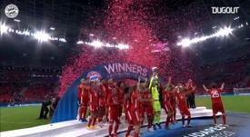 Le Bayern Munich soulève la Super Coupe d'Europe 2020. DUGOUT