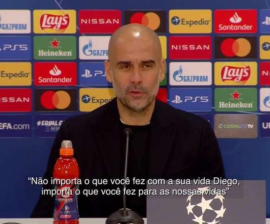 Técnico Pep Guardiola prestou homenagem a Maradona. DUGOUT