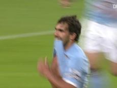 Tévez faz um golaço de falta pelo Manchester City. DUGOUT