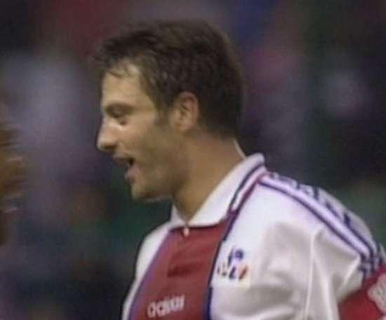 Paris remporte la première Coupe de la Ligue en 1995 . DUGOUT