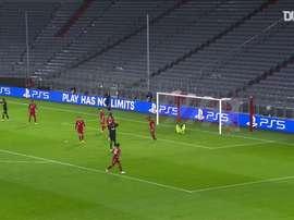 Les arrêts de Neuer contre Salzbourg. dugout