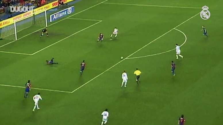 Van Nistelrooy faz dois no Barcelona dentro do Camp Nou. DUGOUT