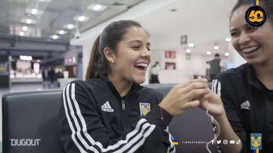 Las dos jugadoras del Tigres Femenil se divirtieron con el juego. DUGOUT
