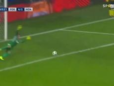 Le meilleur d'Alex Telles à Porto. dugout
