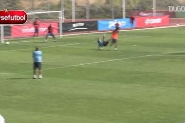 I momenti più divertenti di Neymar Jr in allenamento. Dugout